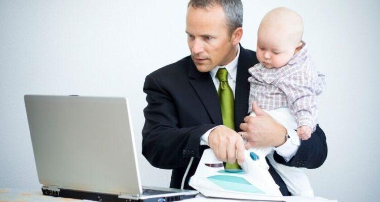Работающий родитель или сидящий дома