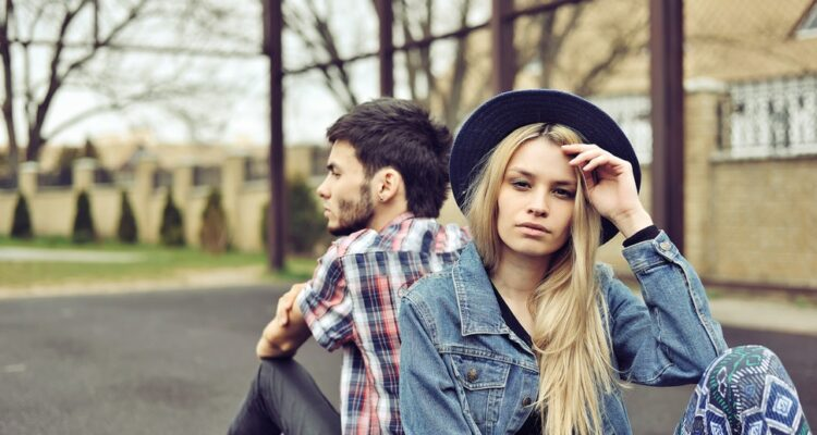 Почему нас привлекают эмоционально недоступные люди